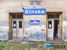Vlevo vchod dodopravní kanceláře, vpravo dočekárny (10/2018)