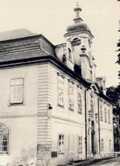 """Zámek Krnsko - severozápadní průčelí - převzato: """"Hrady, zámky 1984, Foto J. Fiedler"""""""