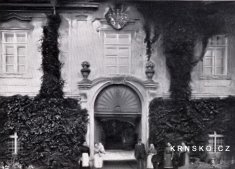 Zámek Krnsko 1905- portál / zdroj: depositum.cz