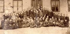 Žáci krnské školy vroce 1885